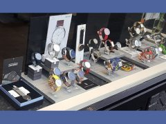 sh301-etalage-horloge-edelsmid-roermond-lilienthal-berlin-quartz-abart-swiss-automatic-www.tonvandenhout.nl-mm-germany-leer-juwelier-vaderdag-moederdag-cadeau-kado-atelier