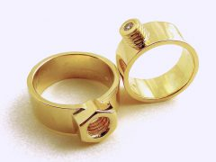 str8529-schroef-trouwringen-goud-briljant-steen-moertje-boutje-edelsmid-handgemaakt-goudsmid-www.tonvandenhout.nl-sieraden-origineel-gereedschap-bijzonder-juwelier-uniek