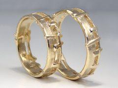 str9050-trouwringen-ruw-mat-goud-edelsmid-www.tonvandenhout.nl-juwelier-sieraden-trouwring-trauringe-roermond-handgemaakt-atelier-bijzonder-origineel-uniek-goudsmid-ring