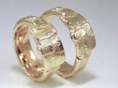 str9080-trouwringen-goud-handgemaakt-edelsmid-edelsmeden-www.tonvandenhout.nl-trauringe-sieraden-ring-schmuck-goudsmid-juwelier-uniek-roermond-goldschmied-bijzonder-love