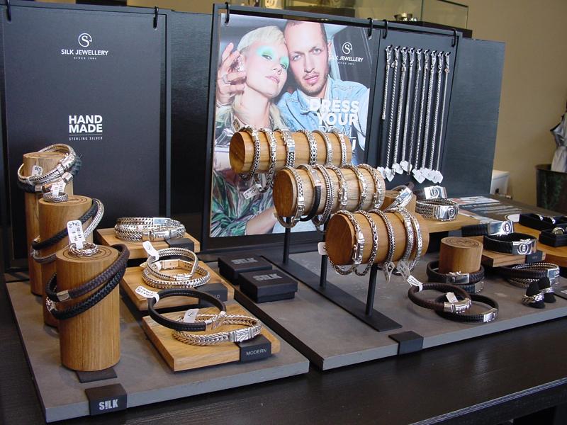sn1846-silk-zilver-sieraad-sieraden-armband-ring-hanger-handgemaakt-edelsmid-www.tonvandenhout.nl-leer-silkjewelry-silkjewels-roermond-juwelier-goudsmid-silkjewellery-smid