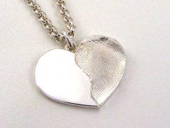 sg255-hart-hanger-vingerafdruk-zilver-hartje-gedenken-aandenken-herinnering-sieraad-ketting-edelsmid-juwelier-www.tonvandenhout.nl-uniek-handgemaakt-bijzonder-origineel-bedel-lief