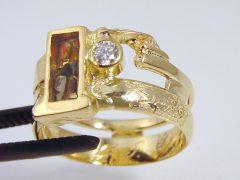 sg507-ring-as-vingerafdruk-laser-epoxy-goud-gedenken-trouwring-briljant-edelsmid-herinnering-www.tonvandenhout.nl-aandenken-goudsmid-juwelier-sieraad-uniek-zichtbaar-urn