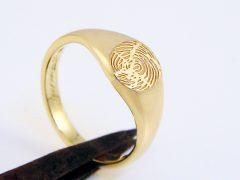 sg728-goud-ring-zegel-vingerafdruk-laser-gedenken-handgemaakt-edelsmid-www.tonvandenhout.nl-goudsmid-sieraad-juwelier-zegelring-signet-monogram-uniek-origineel-bijzonder-ontwerp