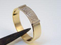 sg1512-ring-bicolor-witgoud-gedenken-vingerafdruk-goud-edelsmid-www.tonvandenhout.nl-sieraden-goudsmid-juwelier-origineel-uniek-herinnering-herinneren-aandenken-handgemaakt-gedenk