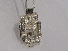 sg2432-hanger-gedenken-as-urn-zichtbaar-epoxy-edelsmid-www.tonvandenhout.nl-sieraad-sieraden-goudsmid-uniek-juwelier-herinnering-herinneren-atelier-bijzonder-origineel-ash