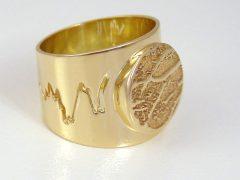 sg851-gedenken-ring-goud-vingerafdruk-hartslag-voetafdruk-baby-edelsmid-www.tonvandenhout.nl-goudsmid-handgemaakt-origineel-bijzonder-uniek-juwelier-herinneringen-sieraden-sieraad
