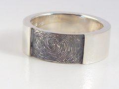 sg9836-ring-zilver-vingerafdruk-edelsmid-www.tonvandenhout.nl-handgemaakt-uniek-sieraad-aandenken-herinneren-herinnering-origineel-juwelier-sieraden-bijzonder-goudsmid