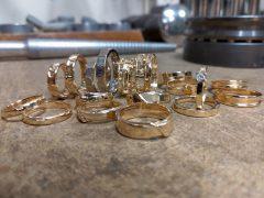 str1026-trouwringen-ringen-edelsmid-witgoud-goud-handgemaakt-goudsmid-juwelier-sieraden-uniek-ontwerp-roermond-edelsmeden-trauringe-sieraad-atelier-bijzonder-origineel