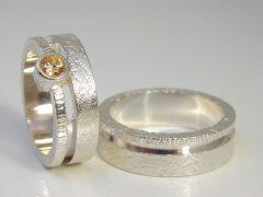 str2607-trouwringen-edelsmid-zilver-briljant-goudsmid-juwelier-www.tonvandenhout.nl-roermond-sieraden-ring-ringen-uniek-handgemaakt-origineel-atelier-ontwerp-design-steen-opening