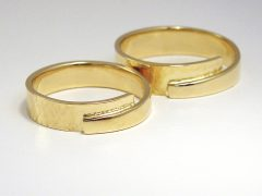 str378-trouwring-trouwringen-goud-handgemaakt-edelsmid-www.tonvandenhout.nl-juwelier-trauringe-uniek-origineel-bijzonder-sieraden-ring-ringen-goudsmid-atelier-roermond