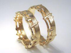 str9040-trouwringen-ruw-mat-goud-edelsmid-juwelier-goudsmid-www.tonvandenhout.nl-sieraden-origineel-uniek-handgemaakt-ringen-bijzonder-edelsmeden-roermond-atelier-sieraad-ontwerp