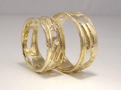 str9199-goud-trouwring-breed-edelsmid-handgemaakt-uniek-www.tonvandenhout.nl-sieraden-origineel-ringen-trouwen-juwelier-atelier-roermond-goudsmid-ring-love-trauringe-gold-ontwerp