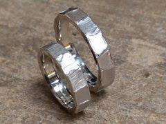 str9395-trouwringen-witgoud-mat-edelsmid-www.tonvandenhout.nl-handgemaakt-origineel-juwelier-trouwen-huwelijk-trauringe-goudsmid-atelier-uniek-bijzonder-edelsmeden-ring-ontwerp