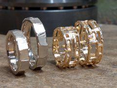 str94043-trouwringen-witgoud-mat-goud-open-breed-edelsmid-www.tonvandenhout.nl-goudsmid-juwelier-sieraden-sieraad-kopen-roermond-atelier-uniek-handgemaakt-edelsmeden-ring-ringen