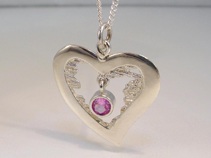 sd4170h2-zilver-hart-hartje-hanger-ketting-bedel-roze-steen-valentijn-edelsmid-goudsmid-juwelier-handgemaakt-roermond-www.tonvandenhout.nl-sieraad-sieraden-stijlvol-lief